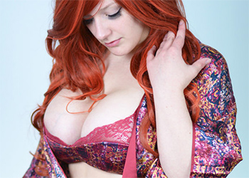 Vicki Valkyrie Cosplay Model