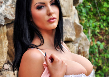 Yasmine James exotic